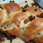 plaited-raisin-rings-raisin-bread